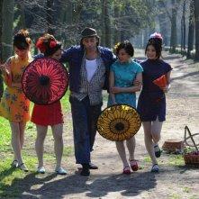 Una vita da sogno: Massimo Ceccherini in una scena di gruppo