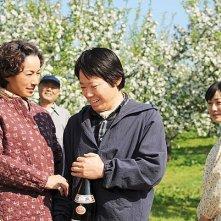 Fruits of Faith: la famiglia riunita intenta a festeggiare il successo agricolo