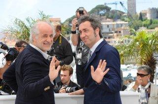 La grande bellezza: Toni Servillo e Paolo Sorrentino posano sorridenti durante il photocall di Cannes 2013