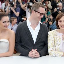 Only God Forgives: Nicolas Winding Refn con Kristin Scott Thomas e Rhatha Phongam durante il photocall di Cannes 2013