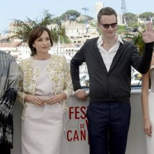 Only God Forgives: Nicolas Winding Refn con Kristin Scott Thomas, Vithaya Pansringarm e Rhatha Phongam durante il photocall di Cannes 2013