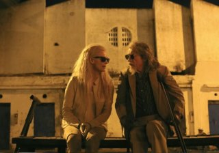 Only Lovers Left Alive: Tilda Swinton e John Hurt discutono in una scena del film