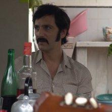 Infanzia clandestina: Ernesto Alterio in una scena tratta dal film