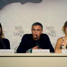 La vie d'Adele: Léa Seydoux, Abdellatif Kechiche e Adèle Exarchopoulos durante la conferenza stampa del film a Cannes 2013