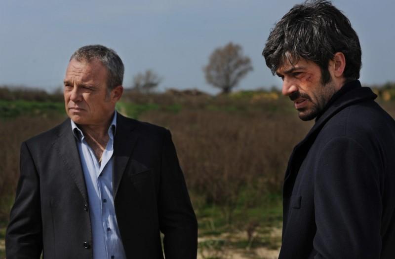 Cha Cha Cha Claudio Amendola E Luca Argentero In Una Scena Del Film 276202