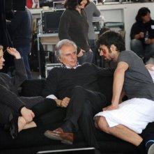 Cha Cha Cha: il regista Marco Risi con Eva Herzigova e Luca Argentero sul set del film