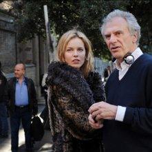 Cha Cha Cha: il regista Marco Risi con Eva Herzigova sul set del film