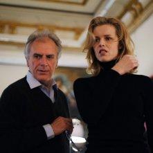 Cha Cha Cha: il regista Marco Risi insieme ad Eva Herzigova sul set del film