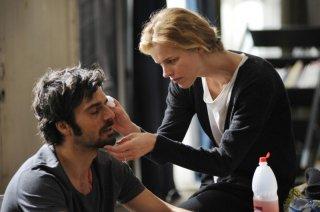 Cha Cha Cha: Luca Argentero con Eva Herzigova in una scena del film