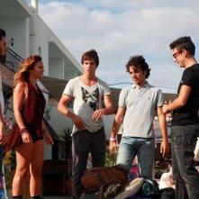 Niente può fermarci: il cast del film in una scena di gruppo