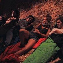 Niente può fermarci: il cast del film in una scena notturna