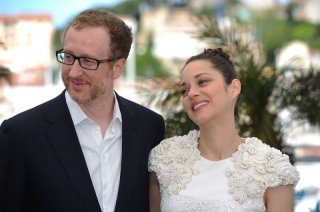 The Immigrant: il regista del film James Gray insieme a Marion Cotillard durante il photocall a Cannes 2013