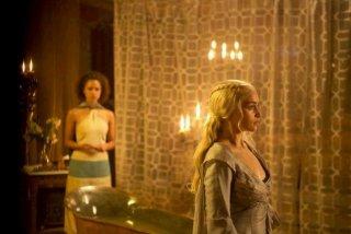 Il trono di spade: Emilia Clarke in una scena dell'episodio Second Sons