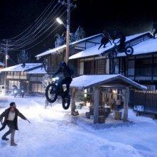 Wolverine: Hugh Jackman combatte contro una banda di motociclisti in mezzo alla neve