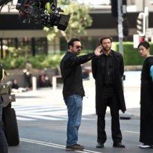 Wolverine: l'immortale: James Mangold illustra una scena a Hugh Jackman e Tao Okamoto