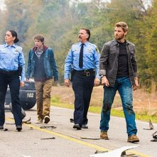 Under the Dome: Jeff Fahey, Mike Vogel, Colin Ford e Natalie Martinez in una foto del pilot