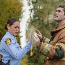 Under the Dome: Natalie Martinez e Josh Carter in una foto del pilot