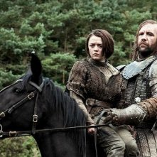 Il trono di spade: Maisie Williams e Rory McCann in una scena di The Rains of Castamere