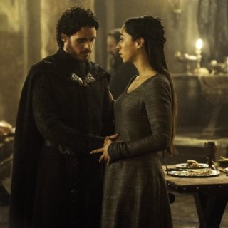Il trono di spade: Richard Madden e Oona Chaplin in una scena di The Rains of Castamere