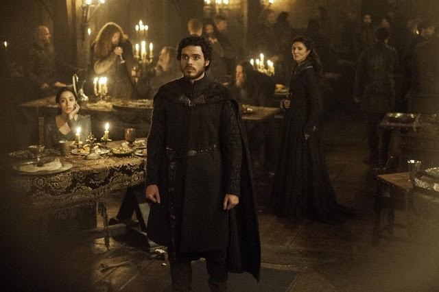 Il trono di spade: Richard Madden, Oona Chaplin e Michelle Fairley in una scena di The Rains of Castamere