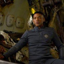 Will Smith è Cypher in una scena del post apocalittico After Earth - Dopo la fine del mondo