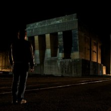Jean-Hugues Anglade in una sequenza notturna de L'autre vie de Richard Kemp