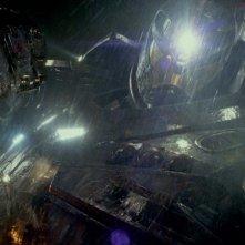 Pacific Rim: guerra tra robot e alieni in una scena del film