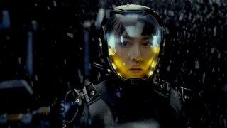 Pacific Rim: Rinko Kikuci nella sua tuta in una scena del film