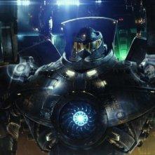 Pacific Rim: uno dei giganteschi robot pilotati dagli umani in una scena del film