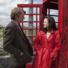 David Wilmot con Andrea Riseborough in una scena del thriller Doppio gioco