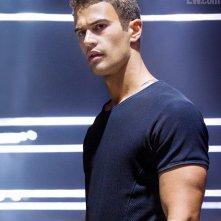 Divergent: Theo James nei panni di Four in un'immagine promozionale pubblicata su EW