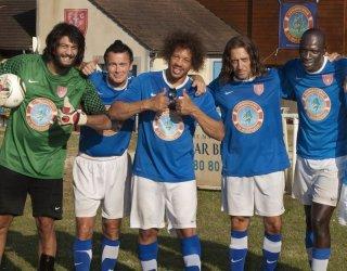Dream Team: Joey Starr, Franck Dubosc, Omar Sy con Ramzy Bedia e Gad Elmaleh in una scena