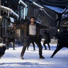 Wolverine: l'immortale, Hugh Jackman in azione in una concitata scena del film