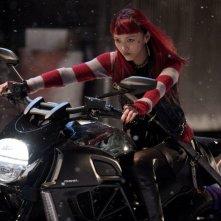 Wolverine: L'immortale, Rila Fukushima a bordo della sua moto in una scena del film
