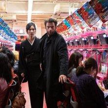 Wolverine: L'immortale, Tao Okamoto e Hugh Jackman in una scena