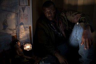 Edwin Hodge in una scena dell'horror La notte del giudizio