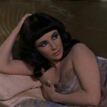Elizabeth Taylor in una sequenza di Cleopatra