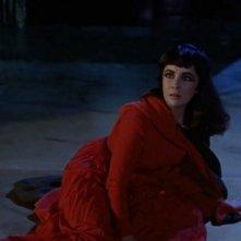 Elizabeth Taylor in una sequenza di Cleopatra, del 1963