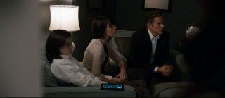 Ethan Hawke insieme a Max Burkholder e Lena Headey in una scena del thriller horror La notte del giudizio