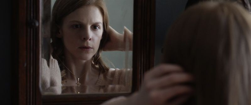 The Last Exorcism Liberaci Dal Male Ashley Bell Si Guarda Allo Specchio In Una Scena 278045