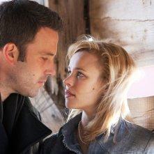 To the wonder: Ben Affleck insieme a Rachel McAdams in una scena del film