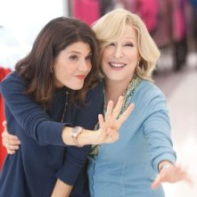 Bette Midler e Marisa Tomei sono madre e figlia in una scena di Parental Guidance