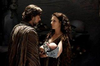 L'uomo d'acciaio: Russell Crowe e Ayelet Zurer nei panni di Jor-El e Lara Lor-Van, genitori di Clark Kent