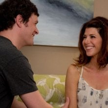 Marisa Tomei con Tom Everett Scott in una scena di Parental Guidance