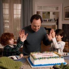 Parental Guidance: Billy Crystal nei panni di nonno Artie in una scena con i nipotini Kyle Harrison Breitkopf e Joshua Rush