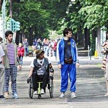 Fuga di cervelli: Paolo Ruffini in una scena di gruppo tratta dal film