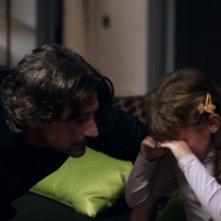 Oggetti smarriti: la piccola Ilaria Patanè in una scena del film con Roberto Farnesi