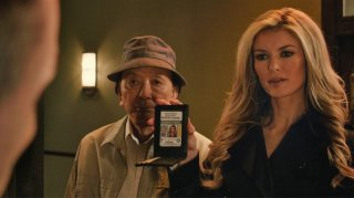 R.I.P.D.: Marisa Miller e James Hong in una scena