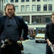 R.I.P.D. poliziotti dall'aldilà: Jeff Bridges e Ryan Reynolds in azione in un momento del film