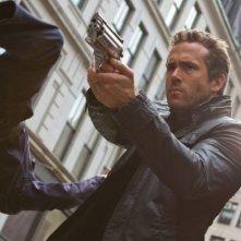 R.I.P.D.: Ryan Reynolds nei panni del poliziotto 'non morto' Nick Walker in una scena